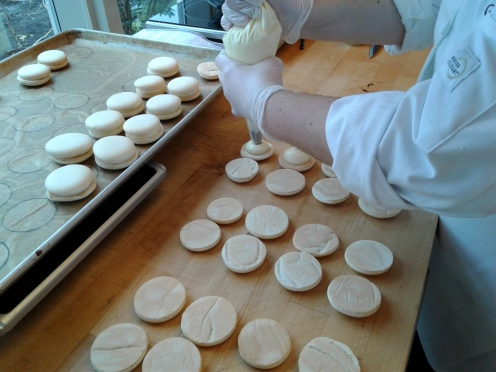 Macaron assembly