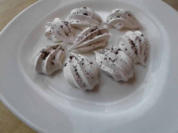 Coffee meringue cat paws